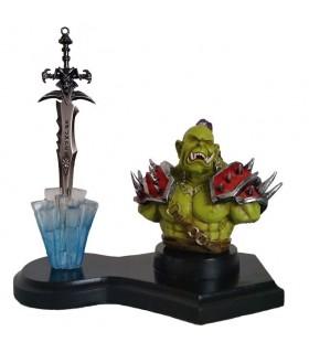 Figura Orco y Espada Worl of Warcraft