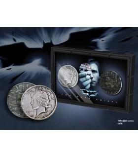 set 2 monedas Harvey Dent de Batman: dos caras con expositor