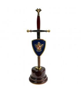 Miniespada con miniescudo y peana de Carlos V