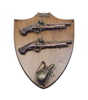 Panoplia de madera con pistolas y polvorera