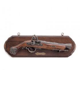 Panoplia de madera con pistola trabuco